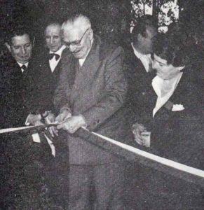 Stefanucci inaugura una delle tante mostre da lui tenute a battesimo
