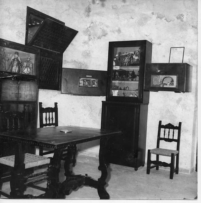 La prima piccola esposizione, in una stanza del Convento della Chiesa dei Ss. Quirico e Giulitta