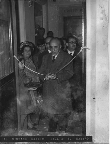 Il Sindaco di Roma, Rinaldo Santini, taglia il nastro inaugurale del Museo nel 1967