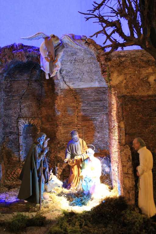 Presepio in stile romano allestito nella Chiesa di Santa Maria in Via