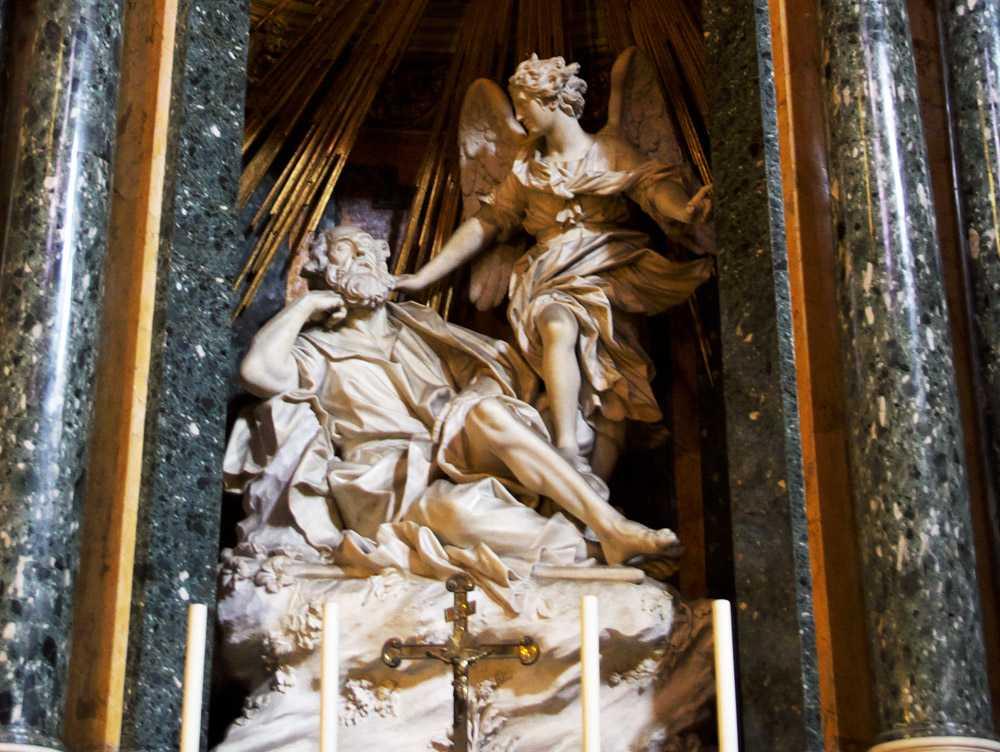 Il sogno di San Giuseppe, scultura in marmo dell'artista carrarese Domenico Guidi. Roma, Santa Maria della Vittoria (cappella Capocaccia). Foto finestrasullarte.info
