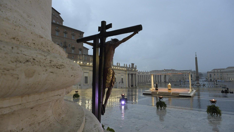 crocifisso preghieia papa per fine pandemia